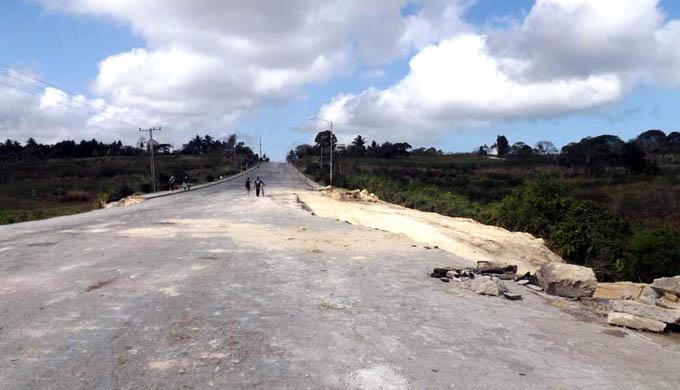 Reparan avenida Camilo Cienfuegos de Manzanillo