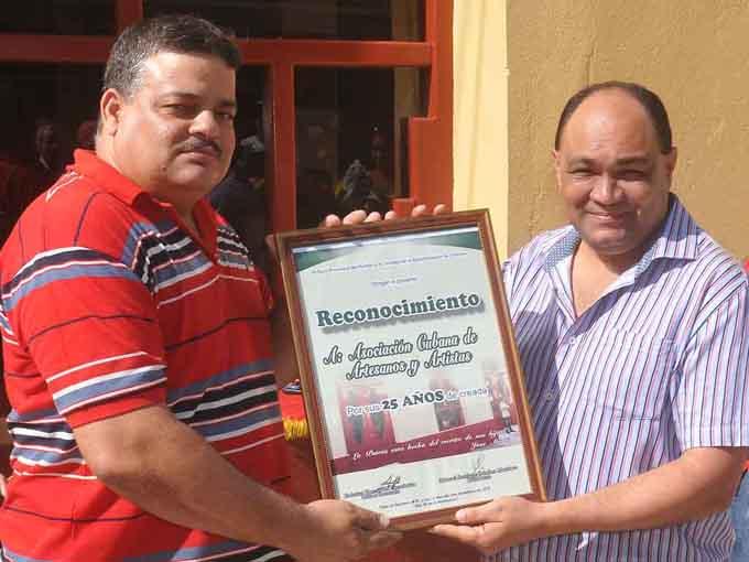 Premian Salón XXV Aniversario de la Asociación Cubana de Artesanos Artistas en Granma