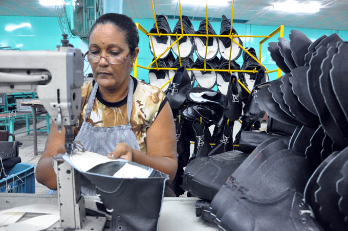 Nueva tecnología mejorará producciones en Fábrica de Calzado de Manzanillo