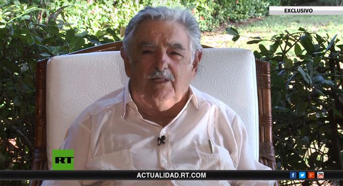 """Entrevista con José Mujica: """"Es difícil construir edificios socialistas con albañiles capitalistas"""""""