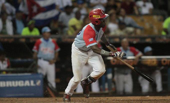 Cuba vence a Dominicana y avanza a semifinales en Serie del Caribe