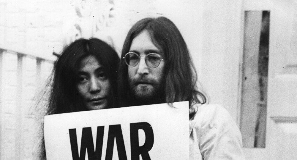 Mechón de pelo de Lennon se cotizó en 35 mil dólares
