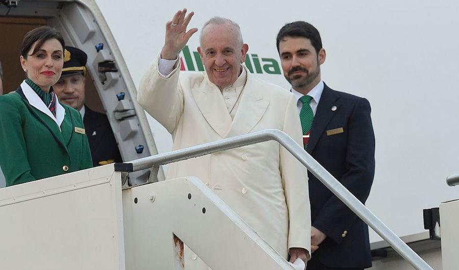 El papa Francisco se dirige a La Habana, su escala antes de viajar a México