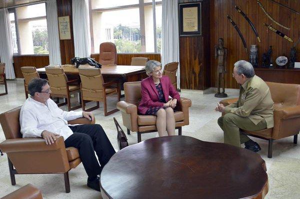 Sostienen encuentro Raúl y directora general de Unesco