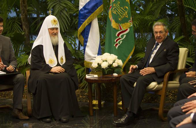 Patriarca Kirill realiza visita de cortesía a Raúl Castro (+ fotos y videos)