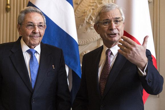 Raúl Castro se reúne en Francia con altos funcionarios