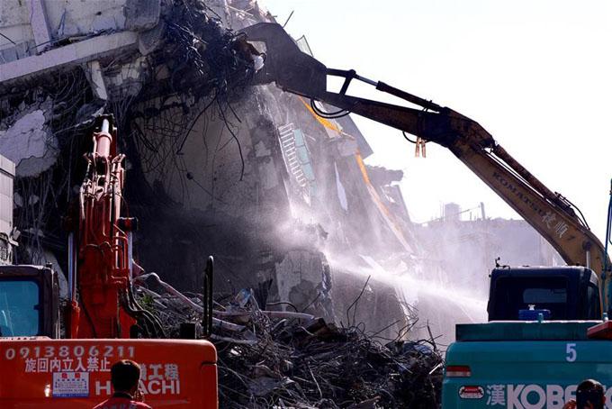 Asciende a 40 número de muertos en terremoto de Taiwan