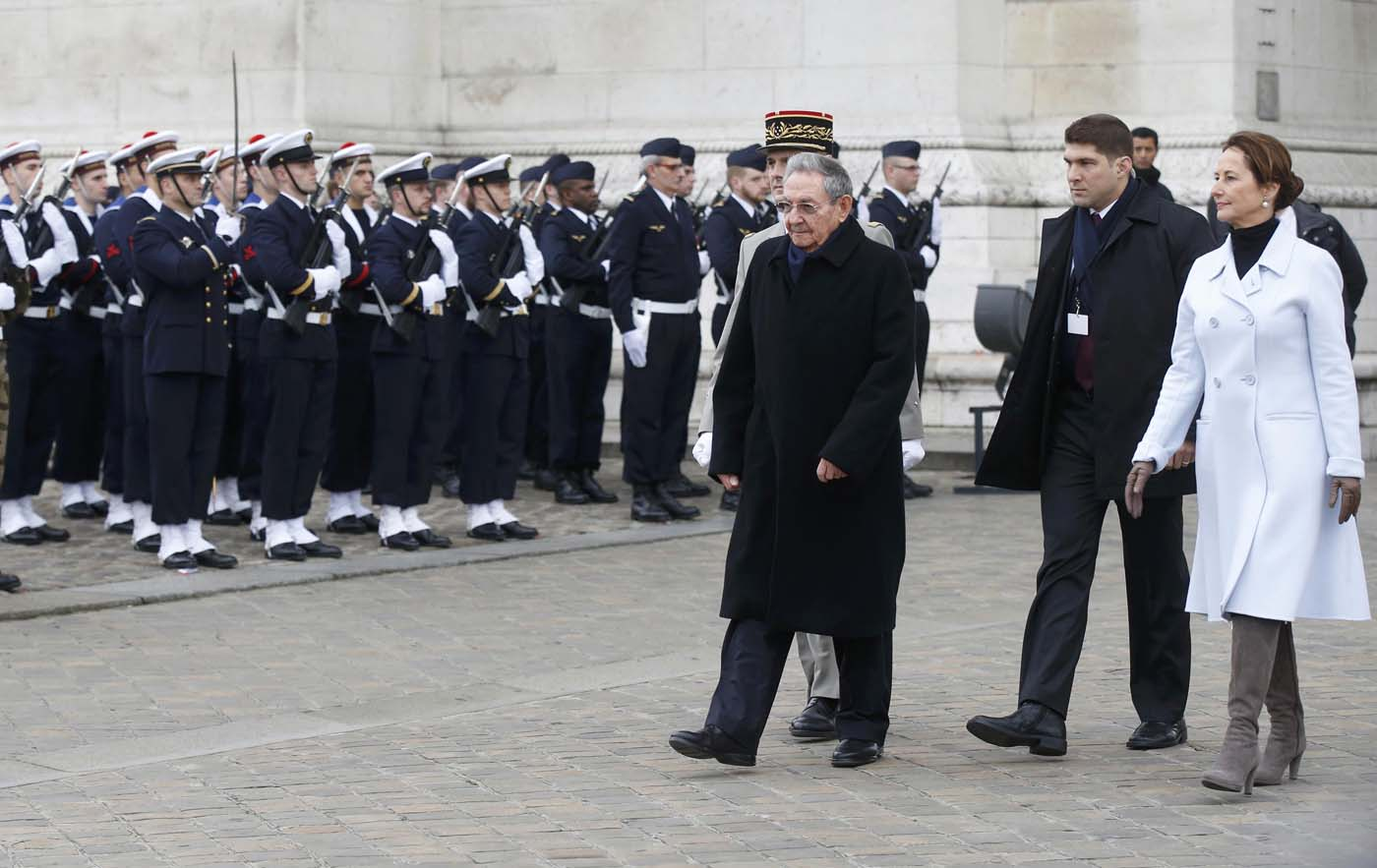 Cuba's President Raul Castro attends a ceremony at the Tomb of the Unknown Soldier at the Arc de Triomphe in Paris