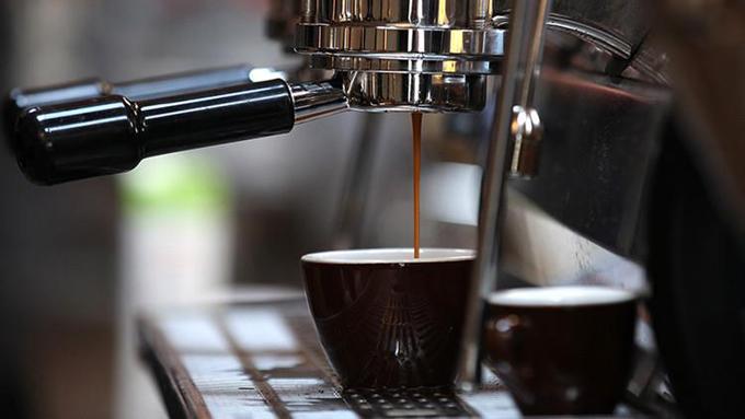 Revelan cómo el café neutraliza enfermedades incurables vinculadas al consumo excesivo de alcohol