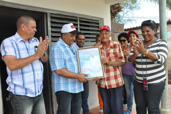 Autoridades de Granma felicitan a destacado ambientalista de Campechuela