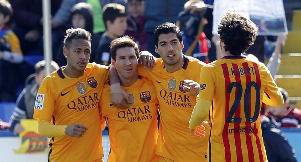 El Barça sufre, pero no cede