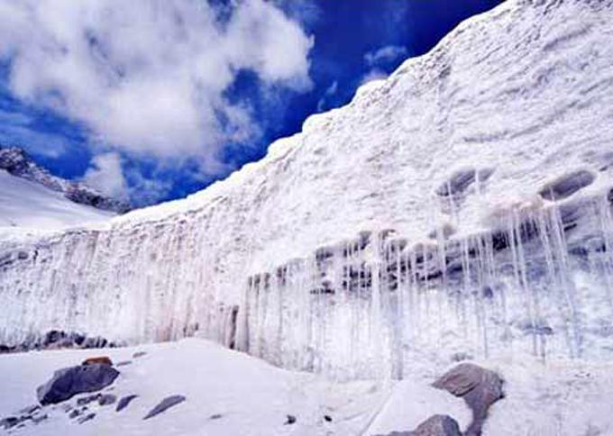 Prohibirán turismo en glaciares de región autónoma Xinjiang de China