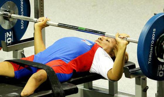 Granma por la cima en el nacional de pesas para discapacitados