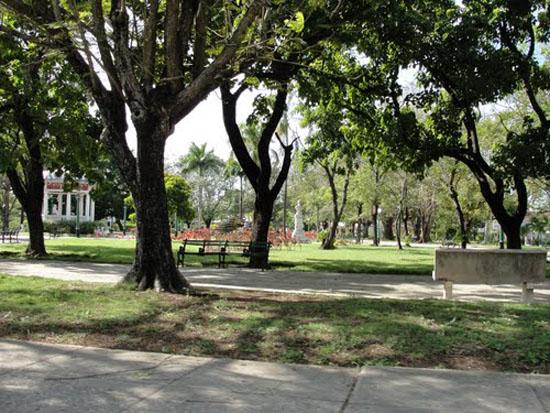 Parque principal del municipio de Media Luna, en la provincia de Granma.