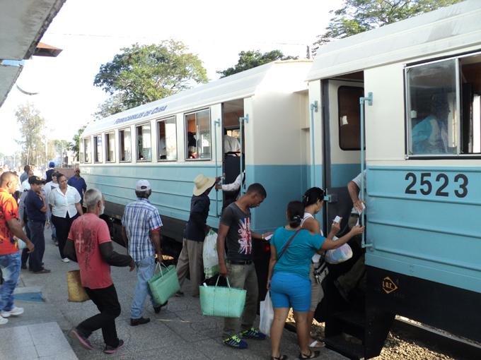 Comienzan a prestar servicios nuevos trenes en Granma