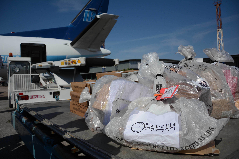 Arribó vuelo inaugural del servicio postal directo Cuba-EE.UU.
