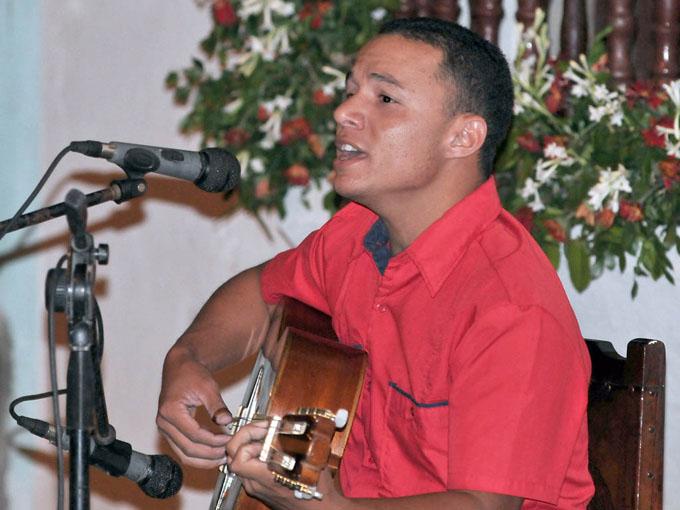Sesiona en Bayamo concurso musical Canción para una ventana