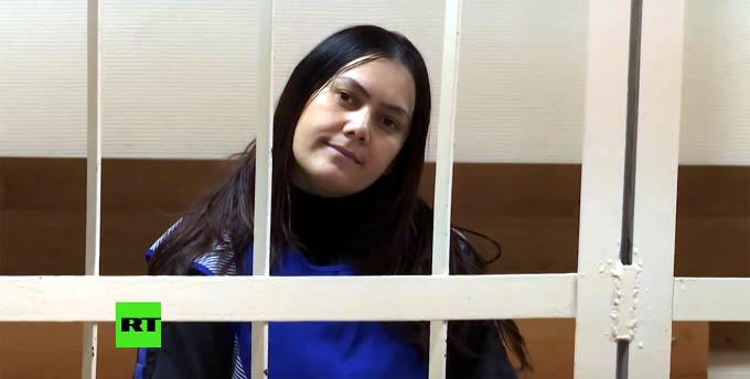 La niñera asesina comparece sonriendo ante el juez