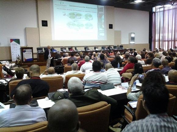 Expertos cubanos reflexionan sobre informatización de la sociedad