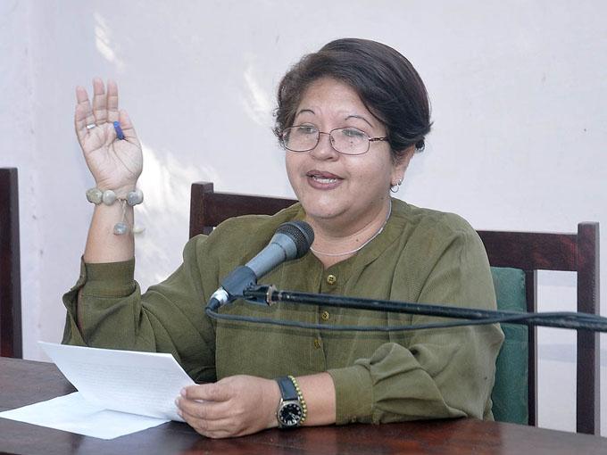 Analizan el discurso de género en la obra poética de Lucía Muñoz
