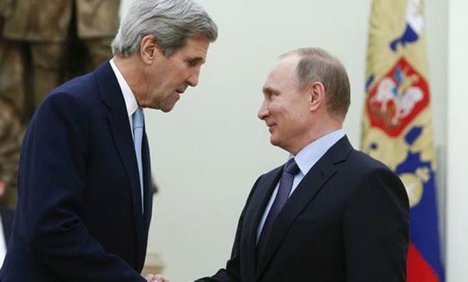 Llega a Rusia Kerry en visita oficial de dos días