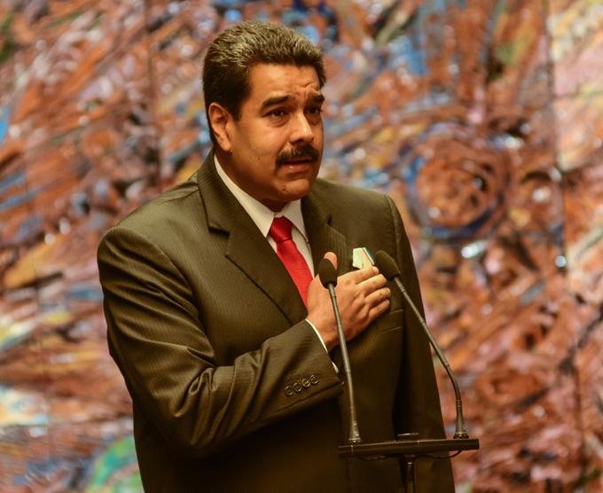 Impone Raúl Castro Orden José Martí al presidente venezolano