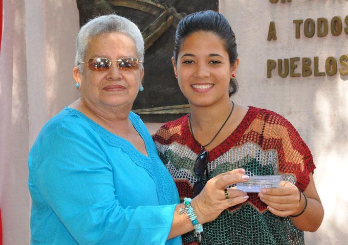 Ariadna Corona, nuevo miembro de la Unión de Periodistas de Cuba/ Foto Rafael Martínez Arias
