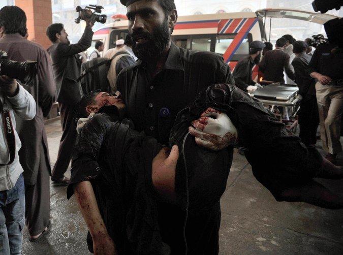 Al menos 13 muertos en un atentado suicida en un tribunal en Pakistán (+ fotos)