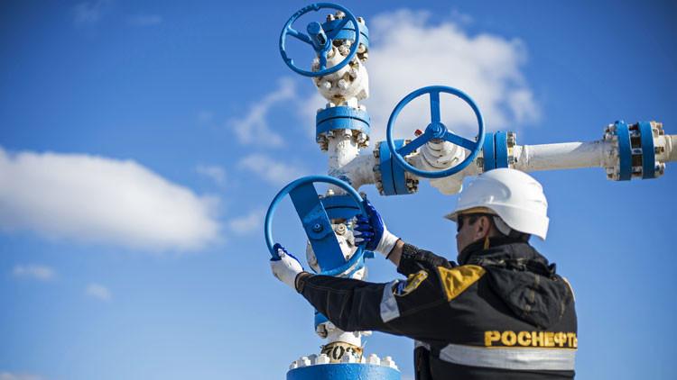 Rusia congela la producción de petróleo de 2016