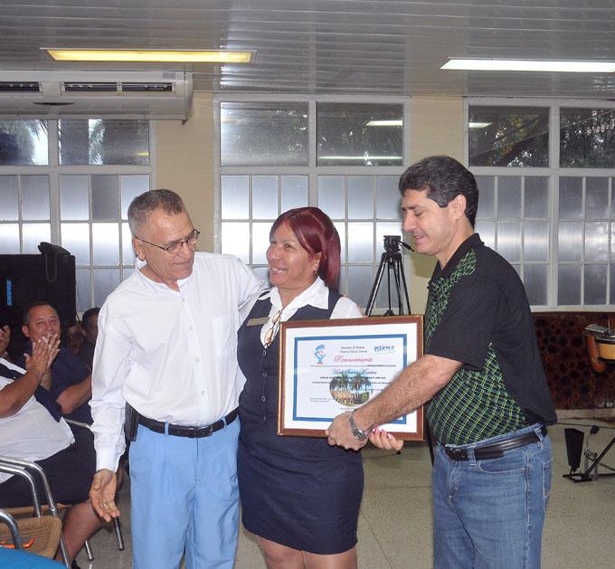 Distinguen a instituciones y trabajadores del Turismo en Granma