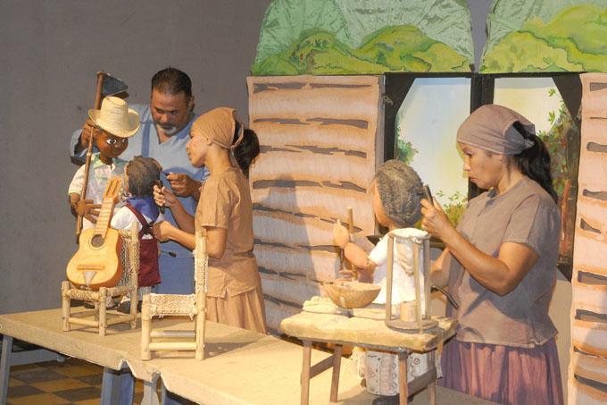 Asisten grupos de teatro de Granma al 19 Festival Máscara de Caoba