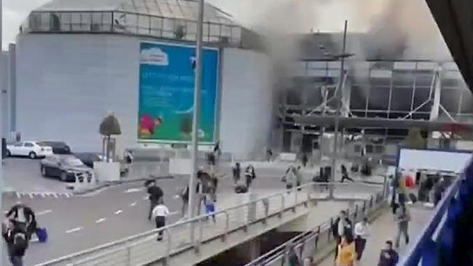 Hallan una bomba y una bandera del Estado Islámico durante redadas en Bruselas