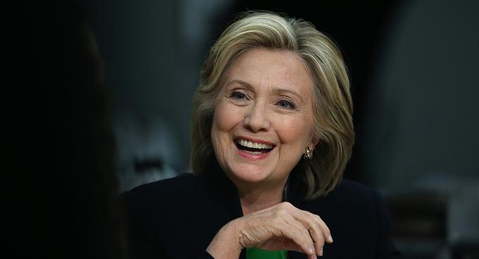 Clinton con ocho puntos de ventaja sobre Sanders en California, EE.UU