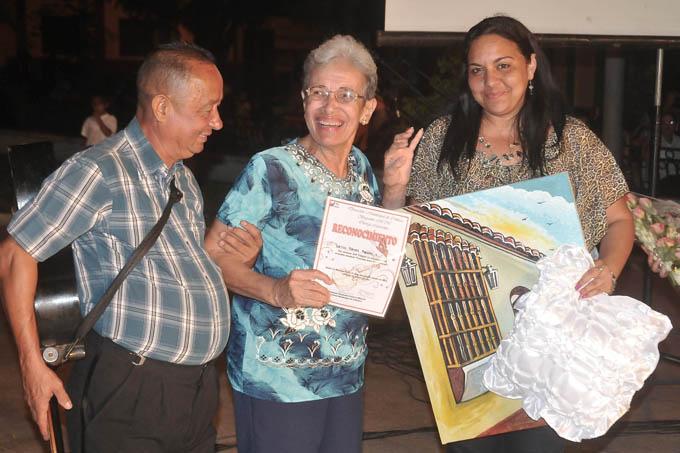 Leyla Reyes Poveda gana concurso musical Canción para una ventana