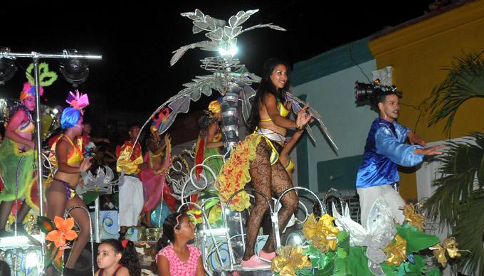 Un carnaval A ritmo de la FEU en Granma