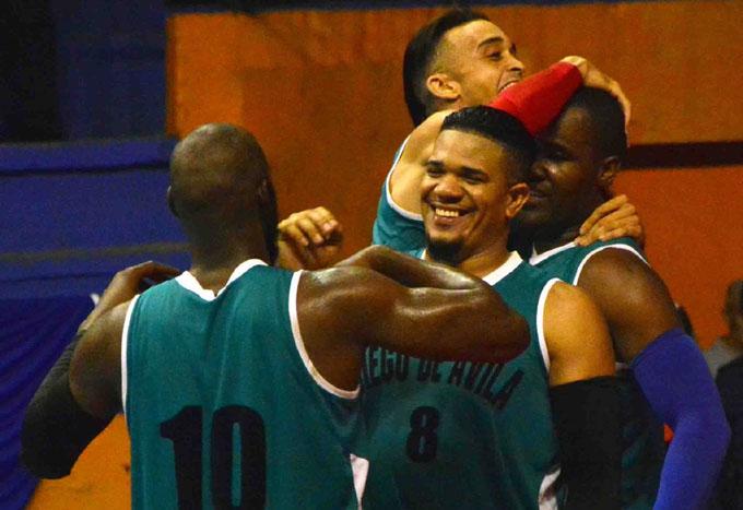 """Recuperan el trono los """"Búfalos"""" del básquet cubano"""