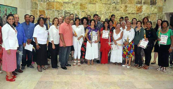Condecoran en Granma a trabajadores destacados