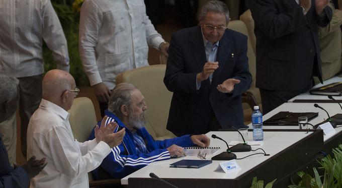Asiste Fidel Castro a clausura del VII Congreso del PCC