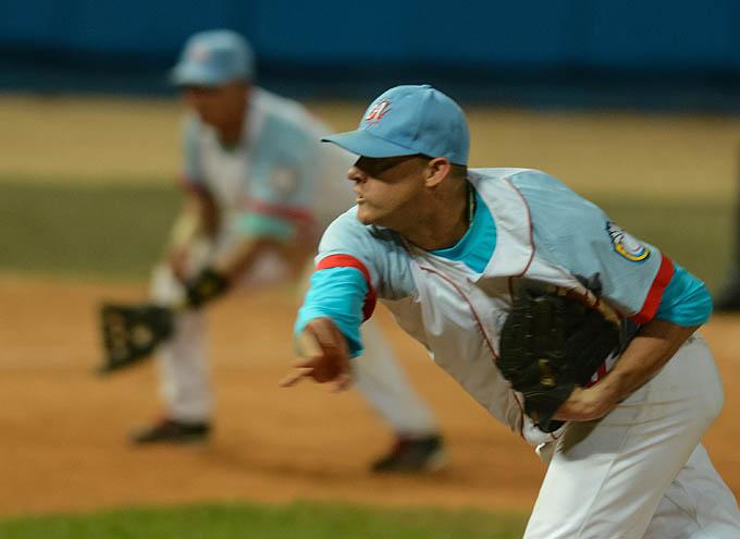 Ciego de Ávila a medio camino del título del béisbol cubano