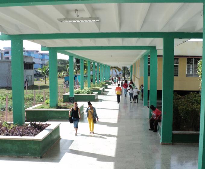 Asalto juvenil a escuela de Educación Primaria de Manzanillo