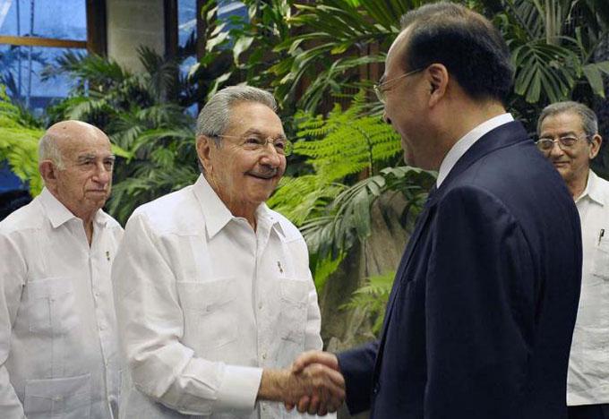 Recibe Raúl Castro a alto dirigente de Partido Comunista Chino