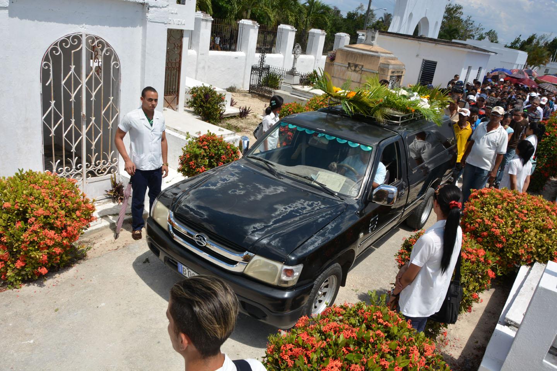 Despiden manzanilleros al doctor Leonardo Ortiz Estrada fallecido en Ecuador (+ fotos)