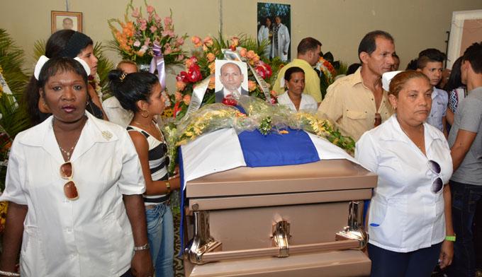 Sepelio médico Manzanillero fallecido en Ecuador