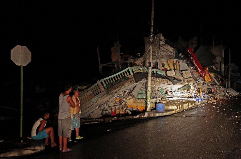 Se eleva a 272 cifra de muertos por terremoto en Ecuador