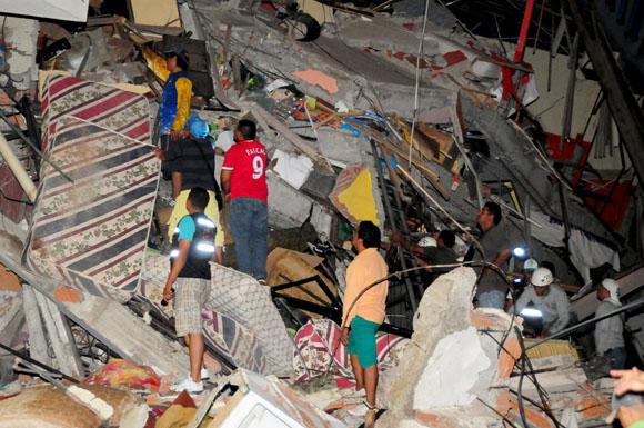 Se eleva a 235 las personas fallecidas por terremoto en Ecuador