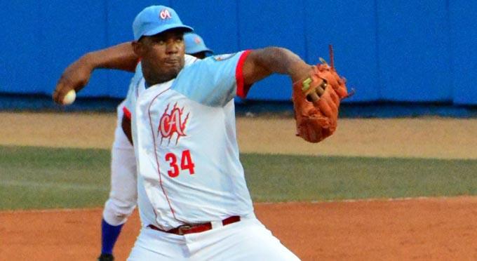 Ciego de Ávila golpea primero en gran final del béisbol cubano