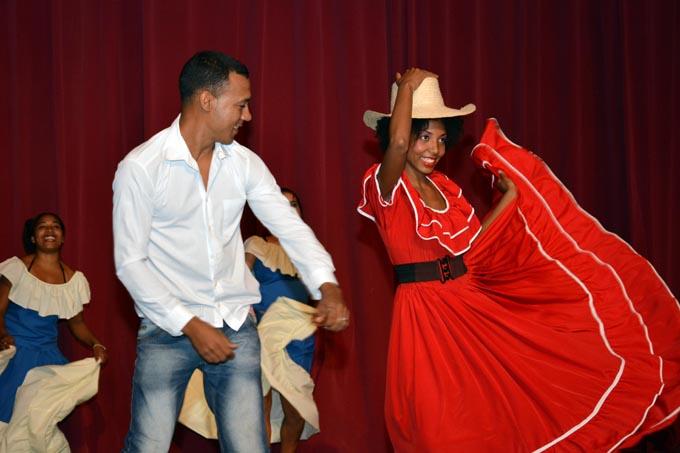 Realizan festival de aficionados al arte en Universidad Granma