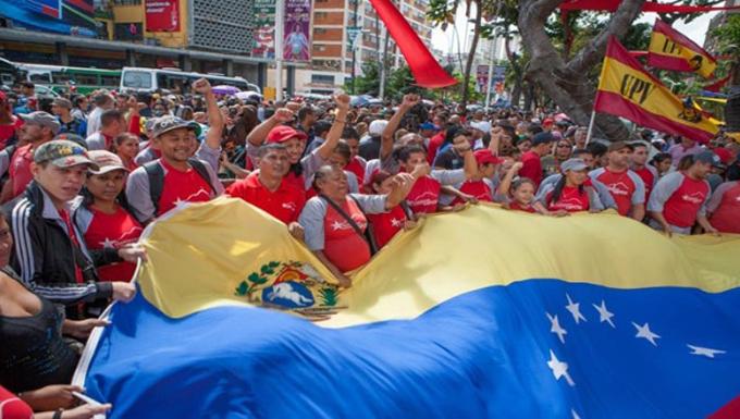 Venezolanos marchan por la paz en la ciudad de Caracas