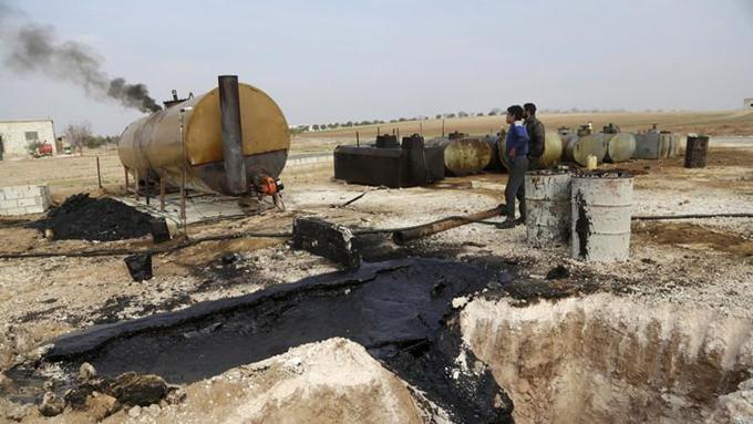 La Fuerza Aérea rusa elimina más de 200 objetivos petroleros del EI