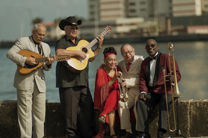 Cantantes cubanos entre los nominados a Premios Billboard 2016